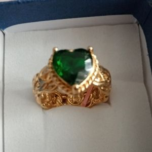 EMERALD GOLD RING NWT
